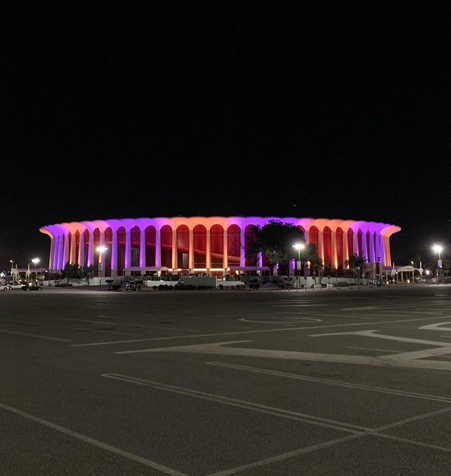Day 6 with you…I came here a few nights ago n there were no lights I was so sad and ranted for an hour how it should be on! the next night they lit it up Purple and Gold so I had to rush over to see it once I heard….in 1998 you played in THE Forum in Inglewood against Michael Jordan's Bulls, his last wearing a Bulls uniform…today marks 22 years!!! It was on this day that I realized, Young Kobe is the True heir to the Throne! . . . . .